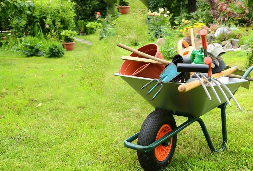 primavera, lavori nel giardino